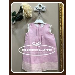 Vestido de lino rosa con puntillas crema