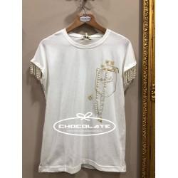 Camiseta beig con detalle perlas